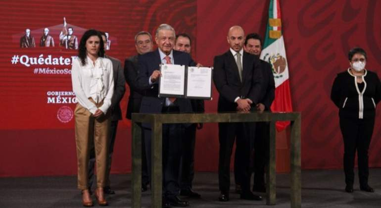 amlo-outsourcing.jpg