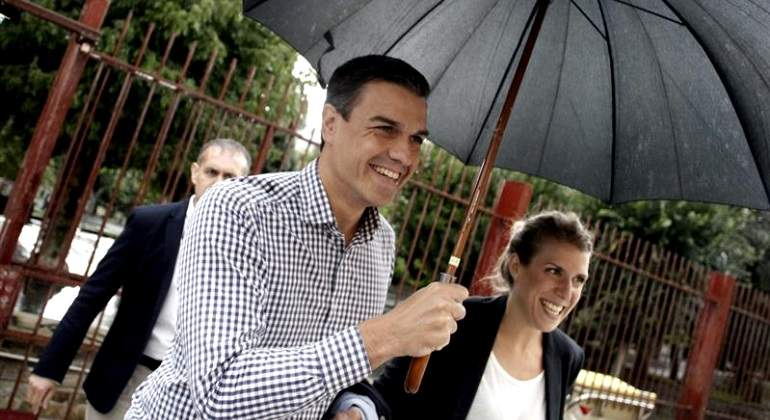 pedro-sanchez-paraguas-galicia-efe.jpg