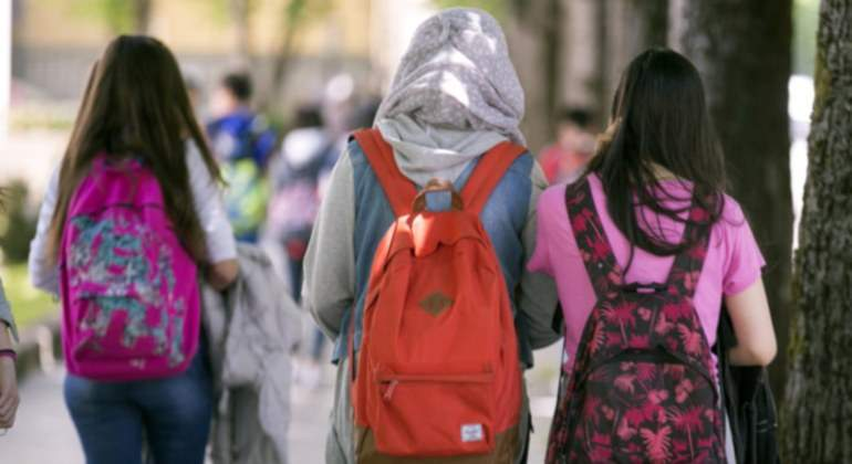 ninas-salida-colegio-hiyab-efe.jpg