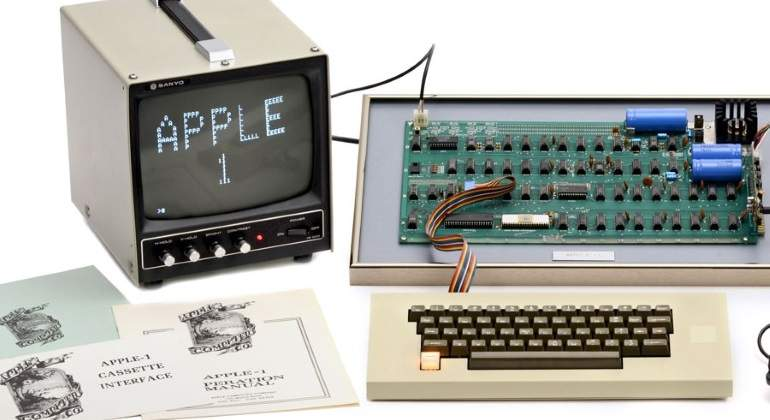 Apple--1.jpg