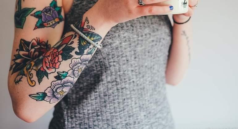 Las tintas para hacer tatuajes podrían ser cancerígenas