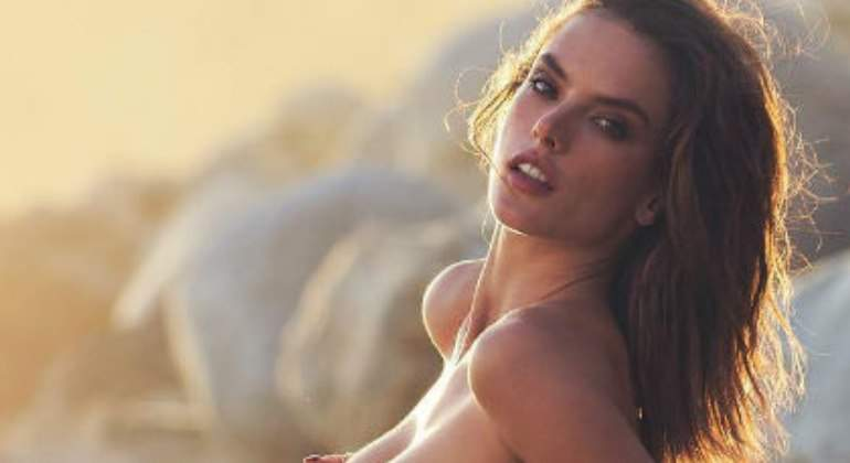 Alessandra Ambrosio Se Desnuda Para Celebrar El Día De La