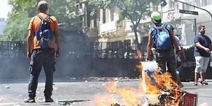 La huelga general en Argentina comienza con fuertes disturbios