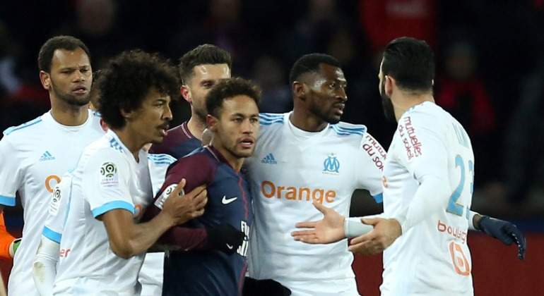 Neymar-encara-jugadores-Olympique-2018-reuters.jpg