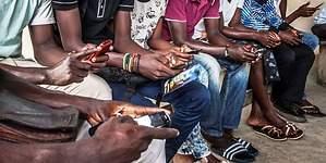 África crea nuevas apps para teléfonos móviles viejos