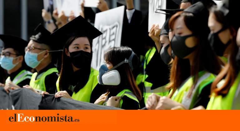 Muere un estudiante que sufrió una caída durante las manifestaciones en Hong Kong
