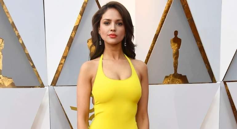 Eiza González Y La Polémica Del Vestido Amarillo En Los