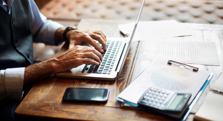Nuevo golpe a los planes de pensiones individuales: el máximo a desgravar  baja a 1.500 euros