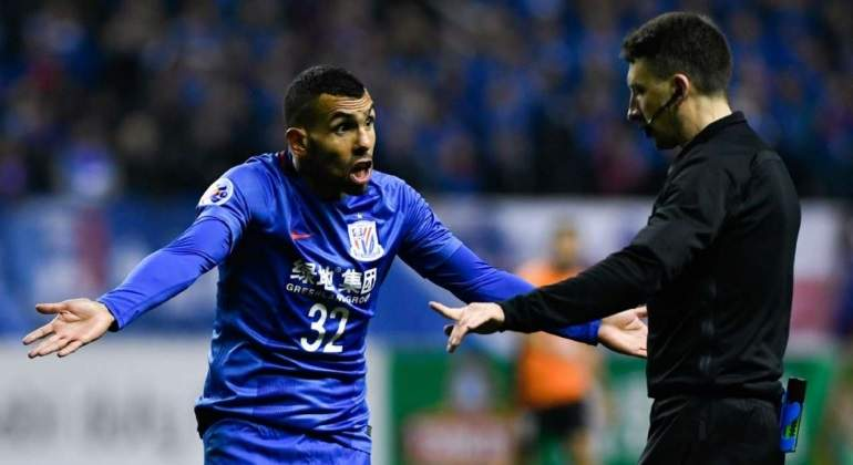 tevez-protesta-arbitro-china-reuters.jpg