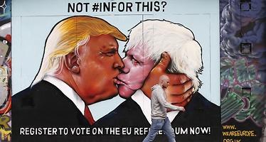 Un mural de Trump y Boris Johnson contra el Brexit