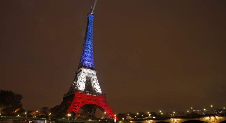 torre-eiffel-bandera-francia-reuters.jpg