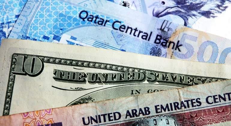 qatar-emiratos-eau-billetes-dolar-riyad-dreamstime.jpg