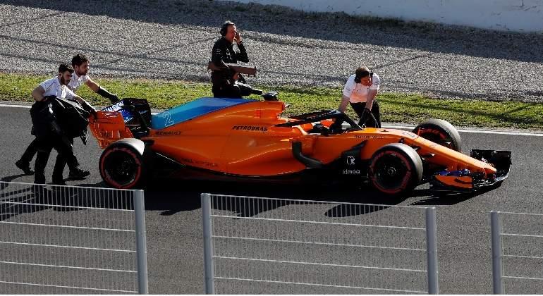 Saltan las alarmas en McLaren: el monoplaza se queda tirado dos veces en una hora
