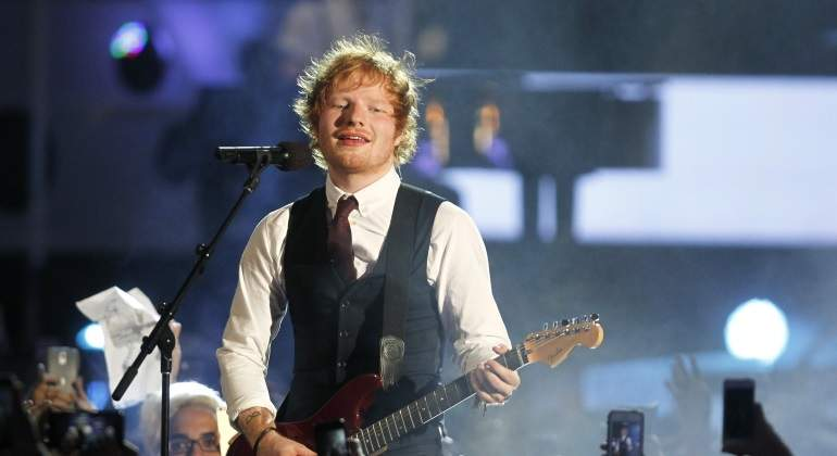 Ed Sheeran anuncia su compromiso