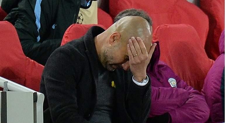 Guardiola-tapa-cara-banquillo-City-2018-Liverpool-efe.jpg
