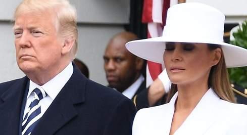 Melania Trump rechaza la mano de su marido en presencia de los Macron