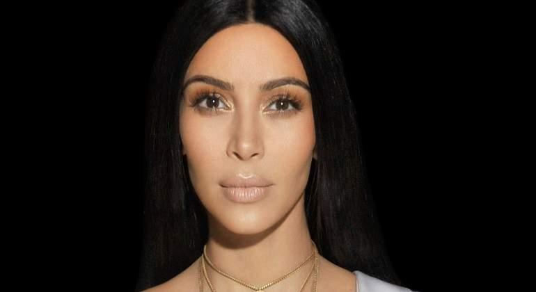 kardashian-dkiss.jpg