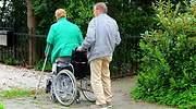 pareja-mujer-silla-ruedas-dreamstime.jpg