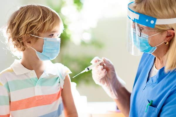 Por qué la OMS pide ahora no vacunar a los niños y adolescentes -  elEconomista.es