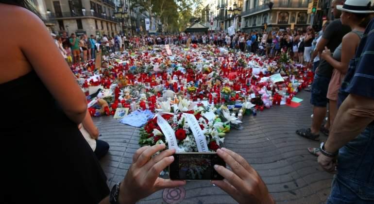 velas-victimas-atentado-ramblas-barcelona-reuters.jpg