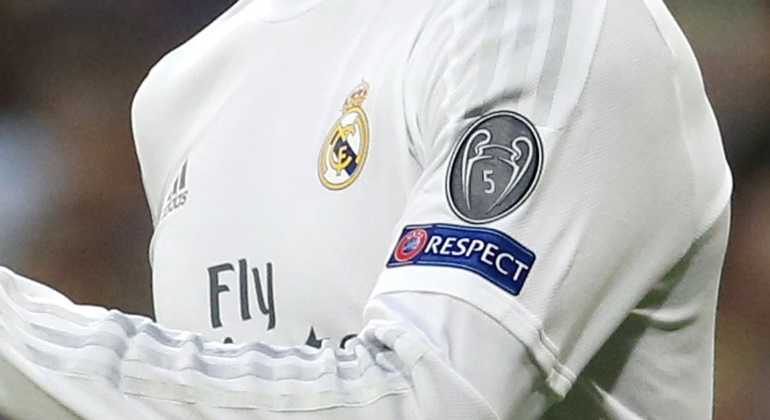 Camiseta-RM-trucada-Champions-2016-reuters.jpg Así quedaría el parche del Real  Madrid con ... 2e24e5ae2603e