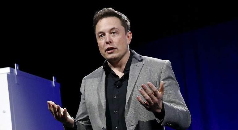 Elon Musk vende 20000 lanzallamas en cinco días