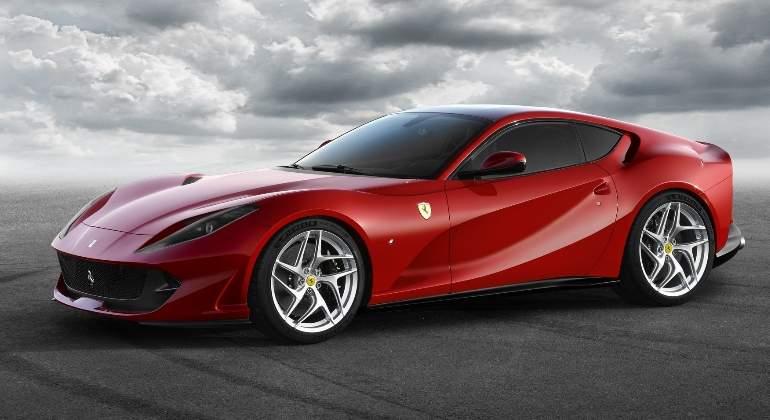 Ferrari-812-Superfast-2017-02.jpg