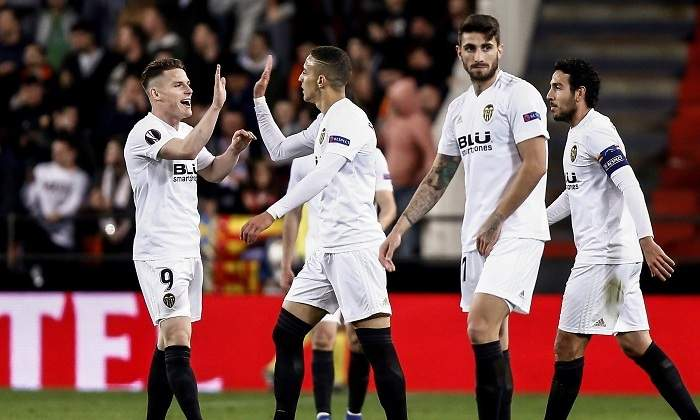 5e0c093de Puma se hace con el Valencia y acelera su internada en el fútbol ...