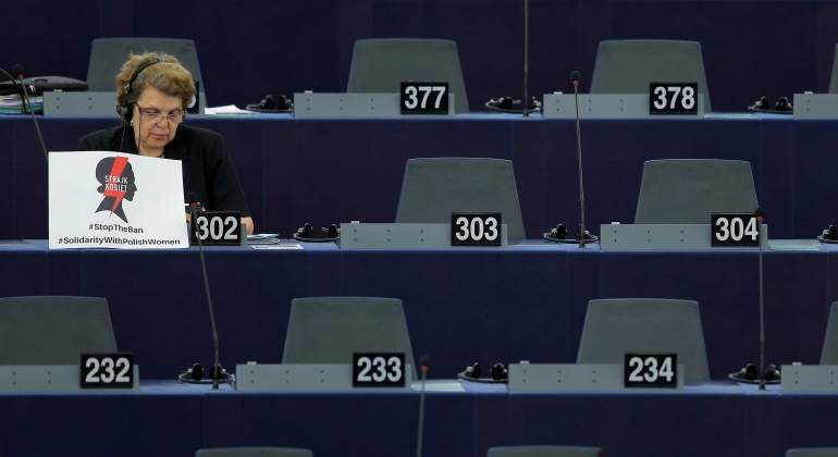 parlamento-europeo-mujer-reuters.jpg