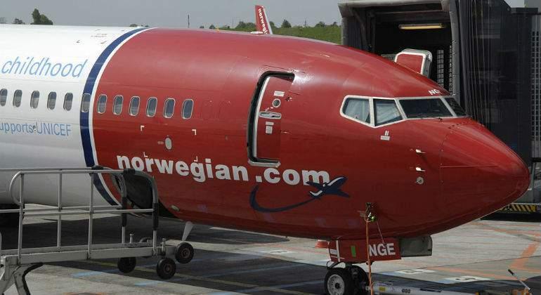 La aerol nea norwegian lucha contra iag por controlar los for Vuelos barcelona paris low cost