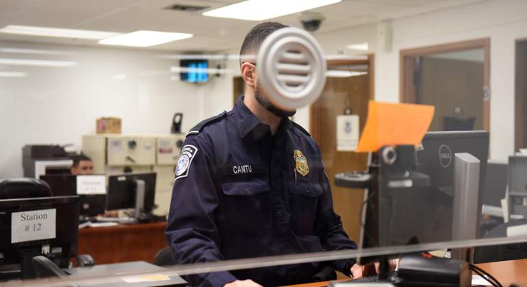 agente-fronterizo-reuters.jpg