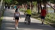 mujer-deporte-mascarilla-bicicleta-parque-cordonpress.jpg
