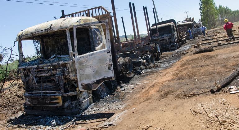 camiones-quemados-araucania-efe.png