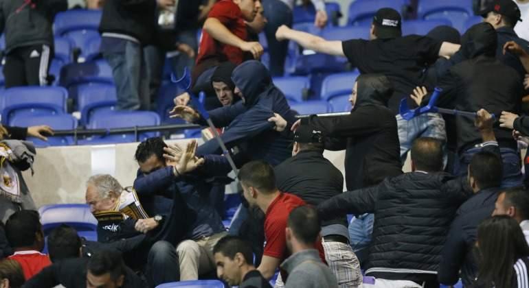 Lyon-hinchas-asaltan-radicales-2017-reuters.jpg