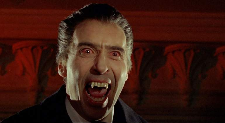 Chistopher_Lee_Dracula_Alamy.jpg