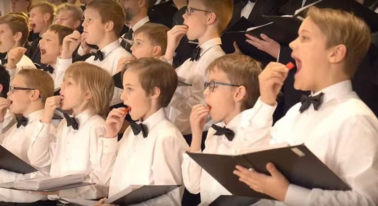 Esto es lo que pasa cuando un coro de niños come chile