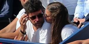 Pablo López y su novia: besos y caricias en el tenis