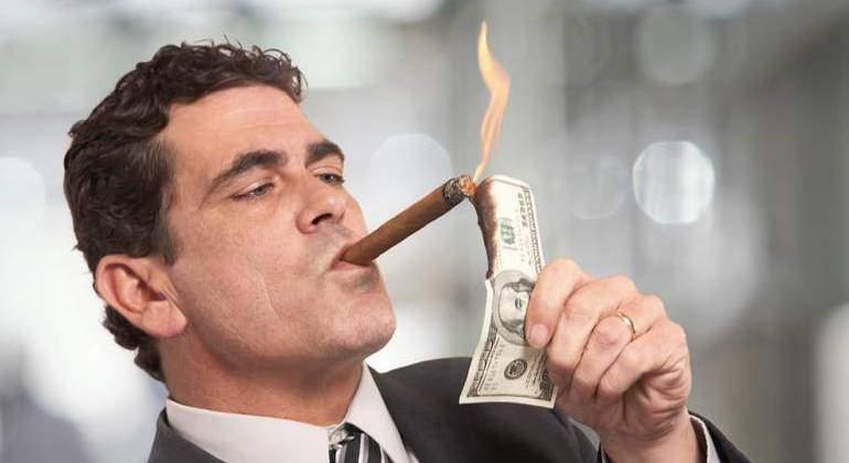 rico-quemar-dinero-dreamstime-1.jpg