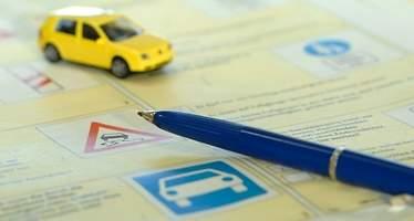 Siete de cada diez suspenderían el teórico de conducir, ¿y usted? Diez preguntas para probar sus conocimientos