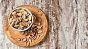Un-punado-de-pistachos-sobre-una-mesa-iStock.jpg