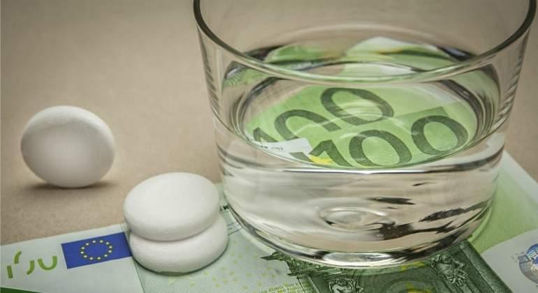sanidad-vaso-pastillas-euros.jpg