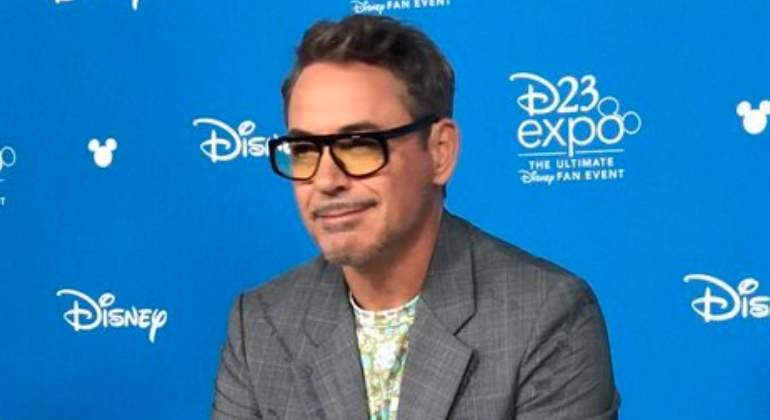robert-downey-jr-disneylandia.jpg