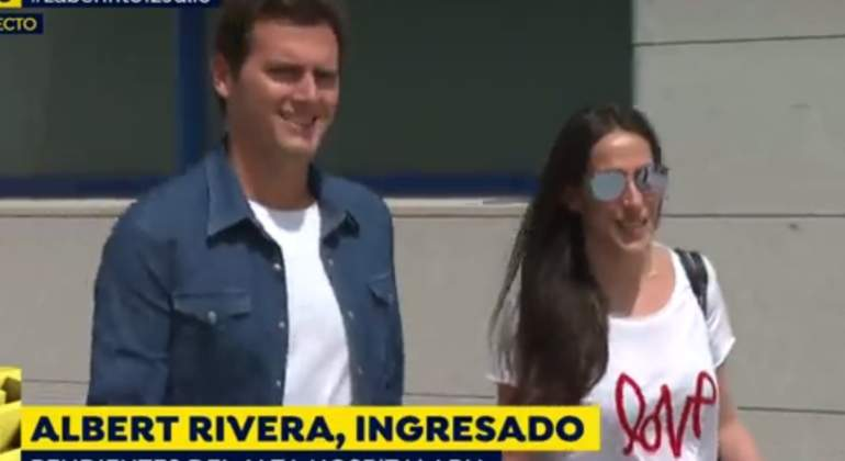Albert Rivera sale del hospital acompañado de Malú: sonrisas y mensajes subliminales
