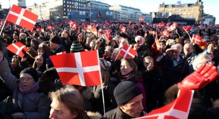 daneses-saludan.jpg