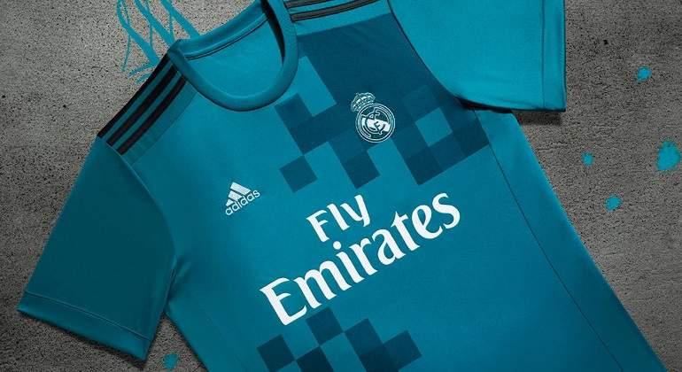 ebb59cfcad Azul celeste y diseñada por los hinchas: así es la tercera equipación del Real  Madrid - EcoDiario.es