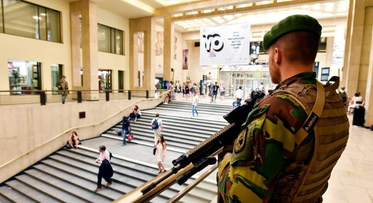 bruselas-estacioncentral-militar-reuters.jpg