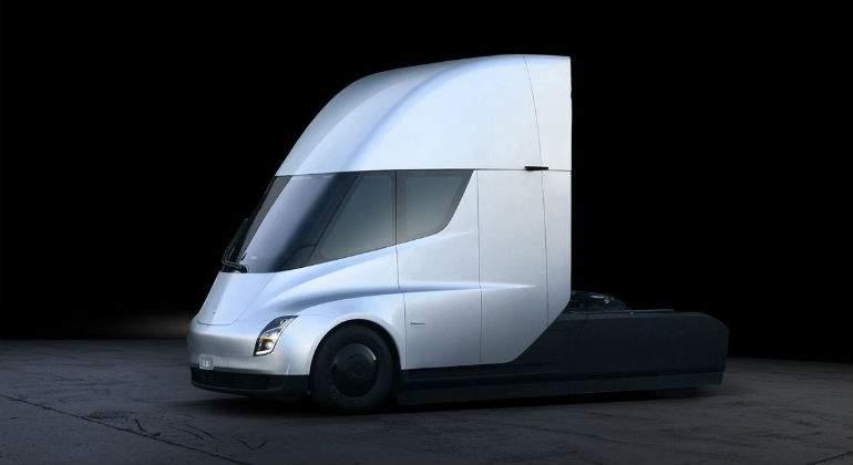 Tesla presenta su camión eléctrico y sorprende con un nuevo modelo deportivo