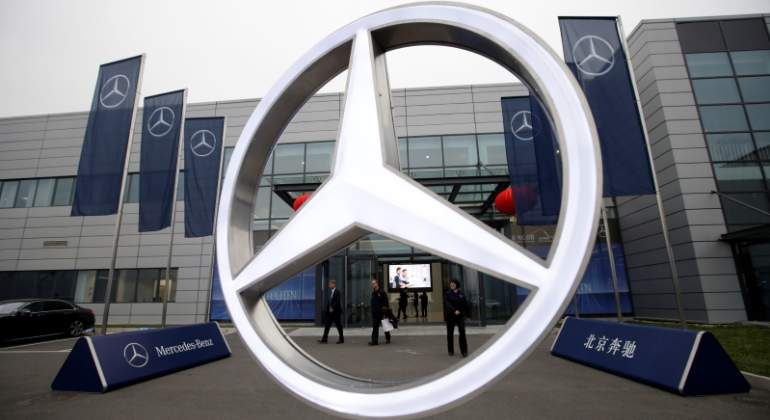 mercedes-logo-reuters.jpg