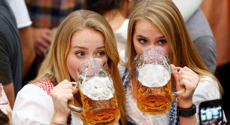 oktoberfest-cerveza-chicas.jpg