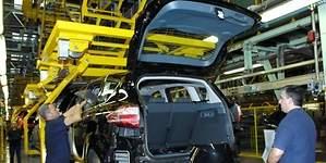 Ford y UGT cierran un acuerdo para evitar los despidos en Almussafes